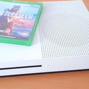 Xbox one s white+games