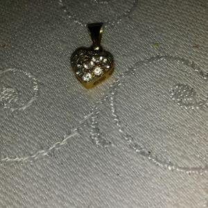 Χρυσό μενταγιόν 18κ με ορυκτά ζιργκόν