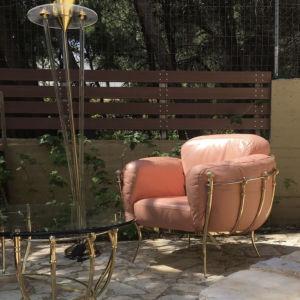 σαλόνι δερμάτινο : πολυθρόνα , διθέσιους & τριθέσιος καναπές, τραπεζάκι μέσης.