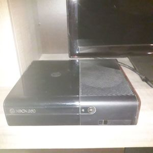 xbox 360 κονσολα με kinect και 2 χειριστηρια + 8 παιχνιδια
