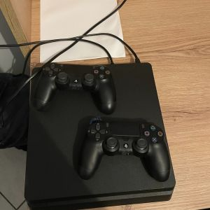 PS4 με 2 wireless controllers