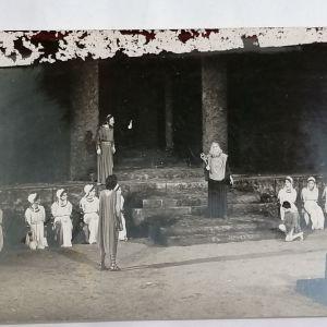 ΘΕΣΣΑΛΟΝΙΚΗ - ΚΡΑΤΙΚΟ ΘΕΑΤΡΟ ΒΟΡΕΙΟΥ ΕΛΛΑΔΟΣ ΣΚΗΝΗ ΑΠΟ ΤΗΝ ΤΡΑΓΩΔΙΑ ΤΟΥ ΕΥΡΙΠΙΔΗ ΦΟΙΝΙΣΣΑΙ (Αύγουστος 1972)