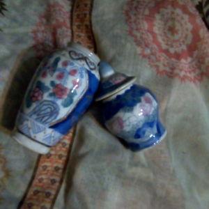 Δύο κινέζικα, πορσελάνινα βάζα σετ, ζωγραφισμένα στο χέρι.