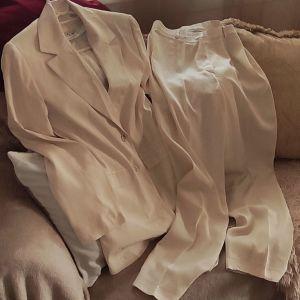 Μπεζ ανοιξιάτικο φθινόπωρινο κουστούμι