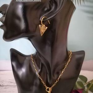 Γυναικείο σετ ατσάλινη αλυσίδα figaro με τρίγωνο στοιχείο με ματάκι & σκουλαρίκια κρίκους ταιριαστά