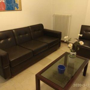 Πωλείται σαλόνι. Ένας 3θέσιος καναπές, δύο πολυθρόνες, δύο καρέκλες και τρία τραπεζάκια.