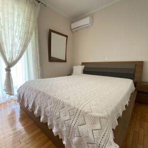 Χειροποίητη πλέκτη κουβέρτα με δώρο μαξιλάρι !  Εξαιρετικό έργο τέχνης , κατάλληλο για διπλό κρεβάτι . Διαστάσεις κουβέρτας 2.00Χ2.60m. Διαστάσεις μαξιλαριού 55Χ55cm.