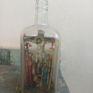 Εσταυρωμένος σε μπουκαλι