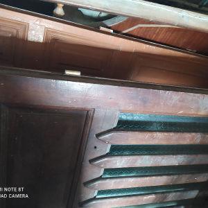 πόρτα κεντρική ξυλινη με γασα