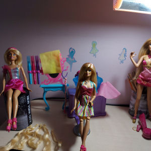Barbie κομμωτήριο με κούκλες