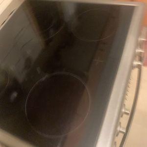 Κουζινα πλήρης λειτουργική δώρο μικροκυμάτων.διαθέσιμη τέλη Αυγούστου