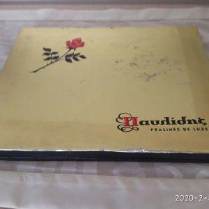 Κουτί vintage, Παυλίδης PRALINES DE LUXE. Με ξύλινο πλαίσιο. Διαστάσεις 31,5χ24χ2,5