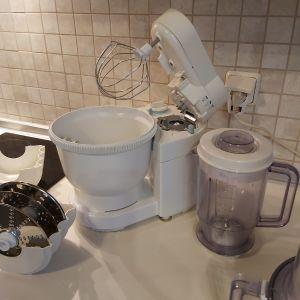 Κουζινομηχανη πολυμιξερ PHILIPS