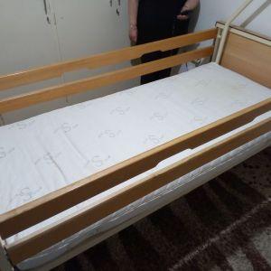 Αγαπητές Κυρίες και Κύριοι πωλείται ιατρικό κρεβάτι σε άριστη κατάσταση στην τιμή των 450 Ευρώ. Πληροφορίες  κ. Αγγελοπούλου Σωτηρία.