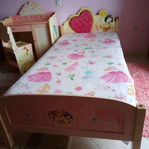 Κοριτσίστικο κρεβάτι με πριγκίπισσες
