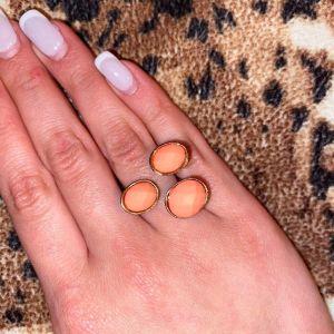 Δαχτυλίδι με ροζ πέτρες