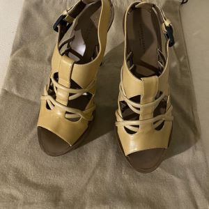 extravagant elegant unique genuinely leather high heels by Bottega VENETA made in Italy in excellent condition size 37.5