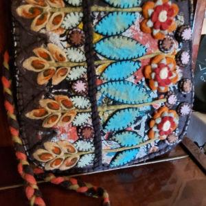 Μάλλινη χειροποίητη τσάντα με φερμουάρ
