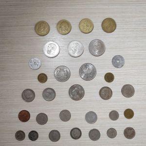 Πωλούνται σε χαμηλή τιμή 31 διαφορετικά ελληνικά νομίσματα, λεπτά και δραχμές.