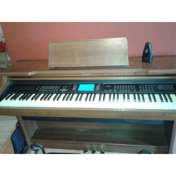 polite ilektriko piano