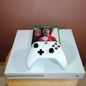 X Box One 1TB+ τηλεχειριστήριο +4 παιχνίδια