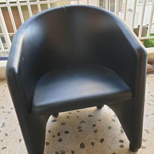 Καρέκλα γραφείου μαύρη δερμάτινη