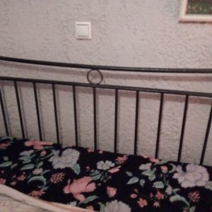 Διπλό κρεβάτι μεταχειρισμένο σε καλή κατάσταση