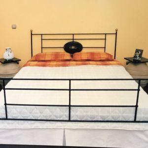 Mεταλλικό διπλό κρεβάτι με ζωγραφική σε ξύλο (παίρνει στρώμα 198 x 153cm)