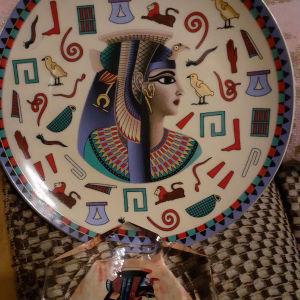 Vintage διακοσμητικο πιατο τοιχου η επιτραπεζιο και ενα τασακι με θεμα Αιγυπτιακο.