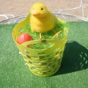 Τέσσερα πασχαλιάτικα καλαθάκια με πρασινάδα, αυγά κεράκια, και πουλάκια πασχαλιάτικα, σε διάφορα μεγέθη, πανέμορφα, 10 ευρώ  το καθένα.