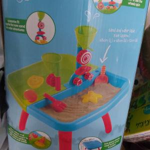 τραπεζακι για παιχνιδια με αμμο και νερο