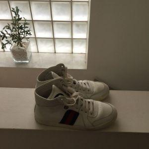 Γυναικεια Αθλητικά παπουτσια μάρκας cucci σε πολύ καλή κατάσταση Νο 38 λευκού χρώματος
