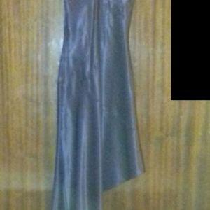 Βραδινό σατέν, ασύμμετρο φόρεμα Veloudakis