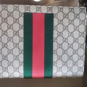 Τσαντάκι Gucci GG Supreme web pouch