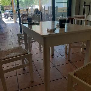 τέσσερα  τραπέζια 100ευρω οι καρέκλες  πουλήθηκαν