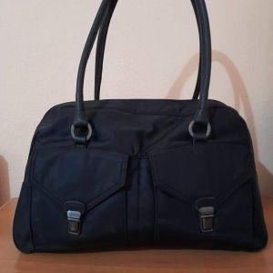 Τσάντα μαύρη.