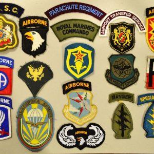 Συλλογή ξένων διακριτικών των Ειδικών Δυνάμεων (70 ευρώ).