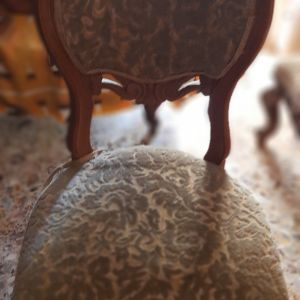2 καρέκλες κλασσικό στυλ . Άριστη κατάσταση. 60 ευρω