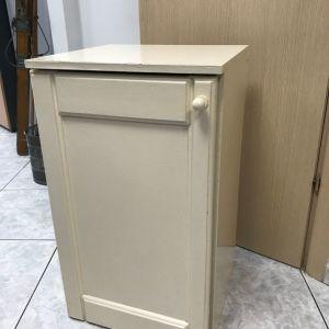 Βοηθητικό έπιπλο ντουλάπα σε άριστη κατάσταση