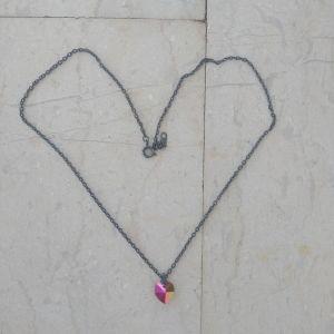 Κολιέ με μια πολύχρωμη καρδιά