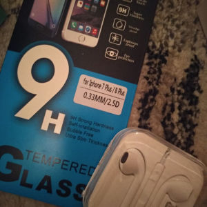 πουλάω θήκες για xiaomi redmi 5 και 1 τζαμακι μαζί με ακουστικά για το iphone 7 plus