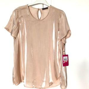 Μπλούζα Vince Camuto, πουδρέ ροζ μεταλλιζέ, μέγεθος XS