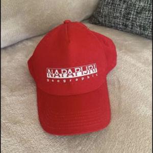 καπέλο napapijri