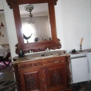 Έπιπλο εισόδου σκαλιστό με καθρέφτη αντίκα