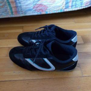 Μαύρα αθλητικά παπούτσια 40