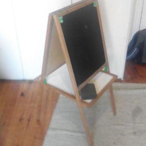 Μαυροπίνακας/Λευκοπίνακας με σφουγγάρι