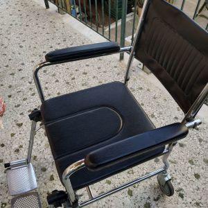 Καροτσάκι για άτομα με δυσκολία κίνησης με ανακλινόμενα υποπόδια σε άριστη κατάσταση