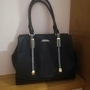 Τσάντα doca μαύρη με ασπρόμαυρες λεπτομέρειες
