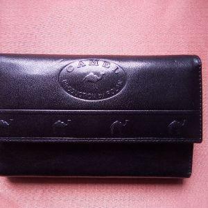 Δερμάτινο μαύρο πορτοφόλι Camel.
