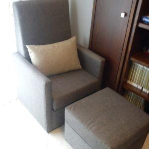 Πωλείται πολυθρόνα και υποπόδιο σε άριστη κατάσταση